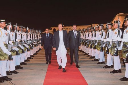 PAKISTAN PM ACCORDED OFFICIAL WELCOME IN PUTRAJAYA