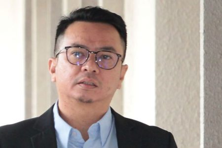 PROSECUTION HANDS OVER DOCUMENTS ON RIZAL MANSOR'S CORRUPTION CASE TO DEFENCE